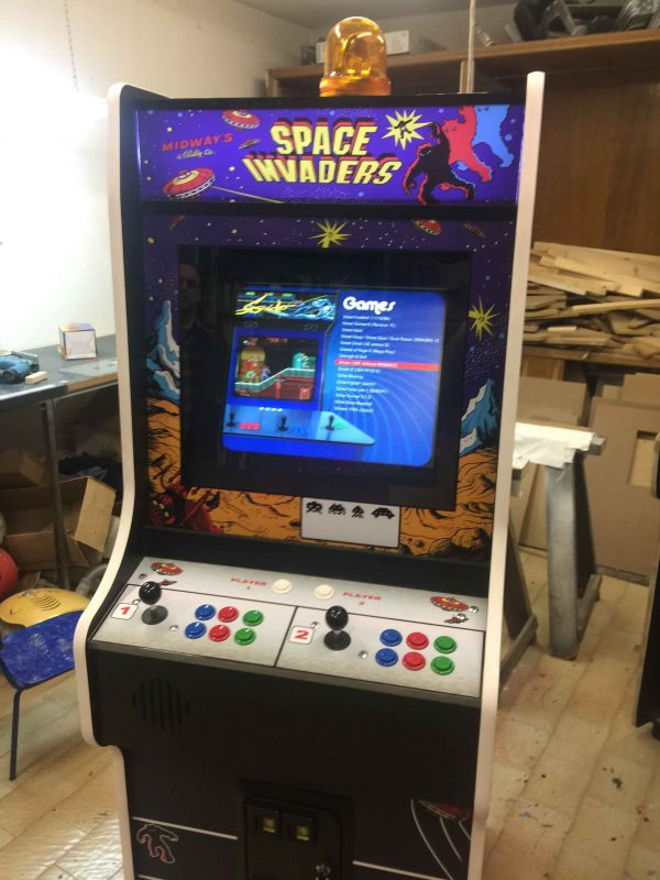 Space invaders,arcade,cabinet,Midway,videogame,anni 80